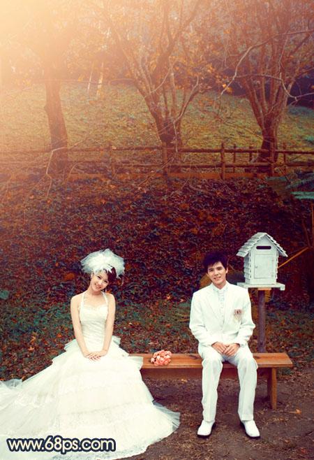坐在公园长椅上的情侣婚片调成红褐色