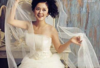 Photoshop抠图教程:复杂背景抠婚纱